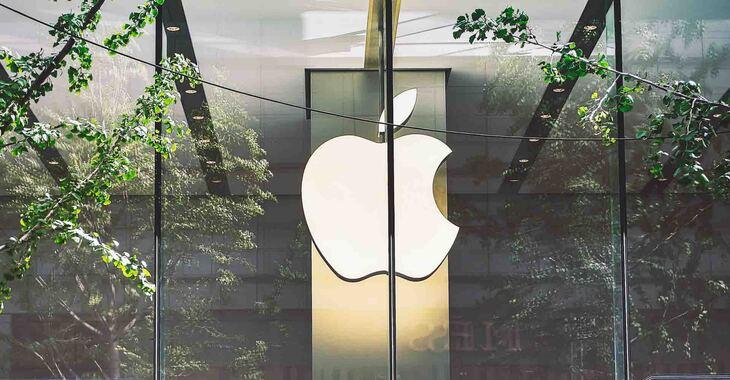 Vizual Apple logoa na staklenom izlogu prodavnice