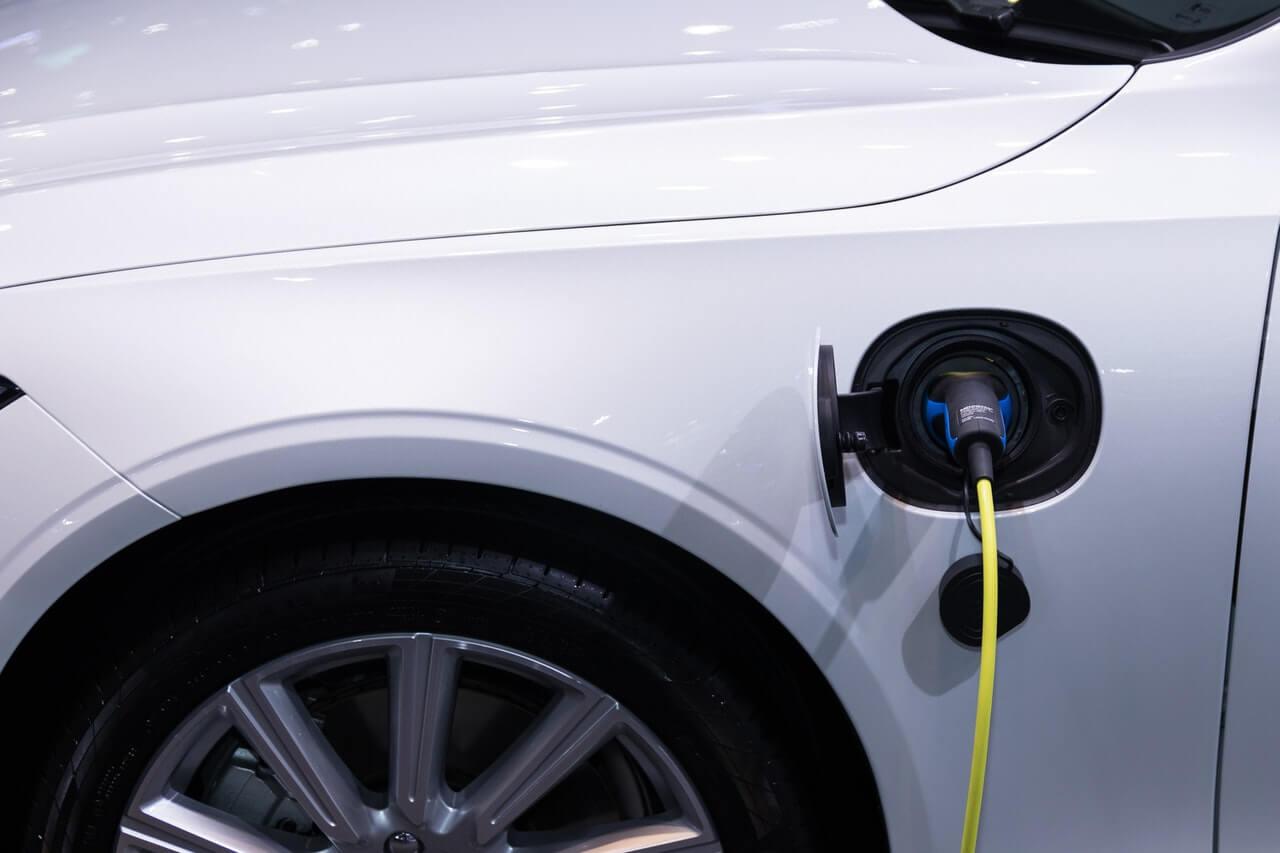 Prikaz punjenja električnog automobila