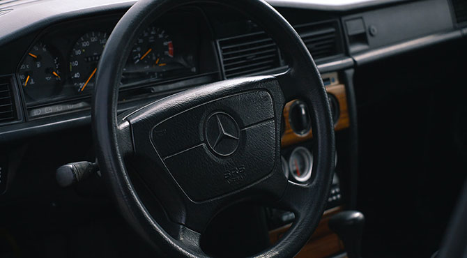 Volan od starijeg modela Mercedesa
